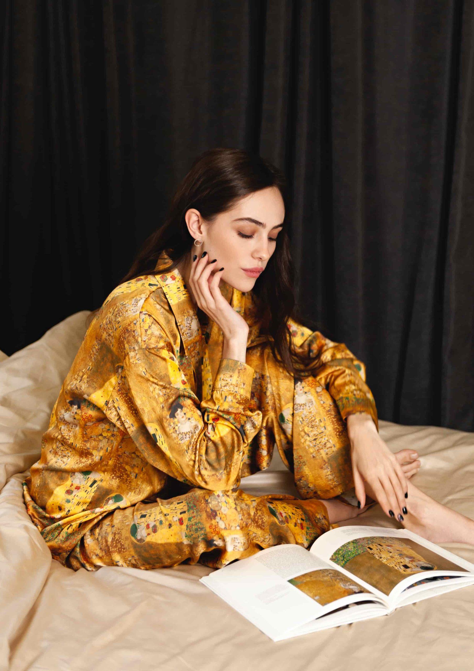 The kiss Gustav Klimt Muse Loungewear Set La musa elegant Silk satin