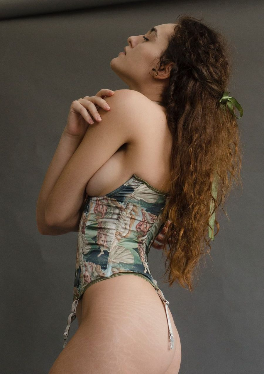 Lingerie silk ART CAPSULE your musa Venus Corset la musa model